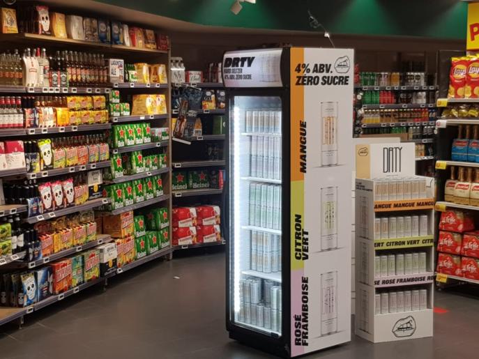 Le magasin Casino de Paris Saint-Didier (16e) teste actuellement la marque de hard seltzer DRTY proposée par Micro-Brasseries Distribution
